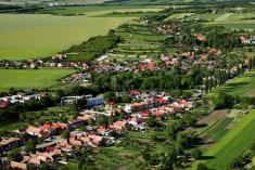 Hoštáky, Hornoorešanská cesta aRužová dolina